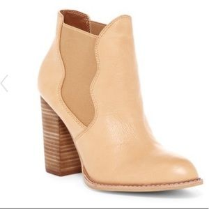 NWT Leather Chinese Laundry Zealous ankle boots